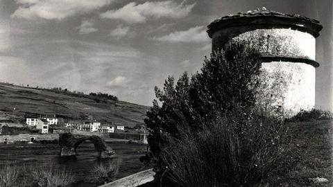 Vinta antigua del viejo pueblo y el palomar