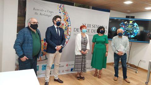 Miembros de Fonmiñá y autoridades en la presentación de la Semana de Cine