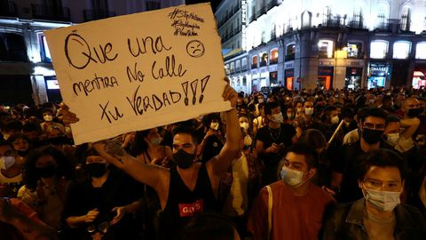 Más de 600 personas se concentraron este miércoles en Sol contra las agresiones al colectivo LGTBI