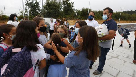 Primer día de colegio en el CEIP nuevo de Vilalonga en Sanxenxo
