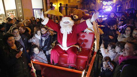 Cabalgata de Papá Noel organizada por el Concello de Ourense en el año 2019