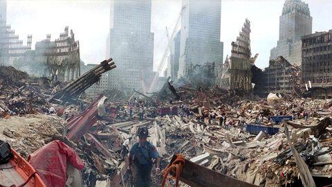 Los equipos de rescate recorren las ruinas de las Torres Gemelas.