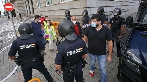 REUNIÓN DE LA MESA DE ENCE EN LA SUBDELEGACIÓN DEL GOBIERNO.