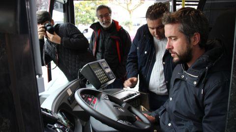 Rubén Arroxo en un bus urbano