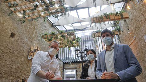 Los arquitectos de la terraza Skada y el propietario
