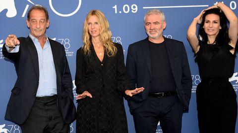 Lindon, Sandrine Kiberlain, Stéphane Brizé y Marie Drucker, en la presentación de «Un autre monde».