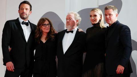 Ben Affleck, la guionista Nicole Holofcener, Ridley Scott y los actores Jodie Comer y Matt Damon, en la Mostra.