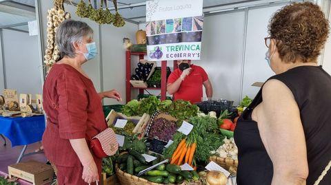 La feria de productos tradicionales sigue hoy en O Barco