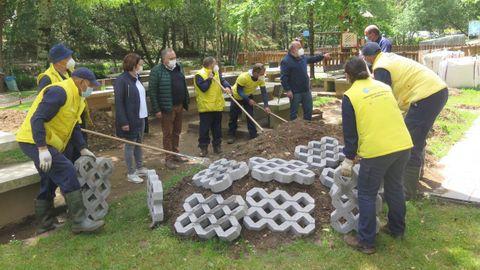 El obradoiro de A Laracha de este pasado curso sirvió, por ejemplo, para mejorar el área recreativa de Gabenlle, junto al Anllóns.