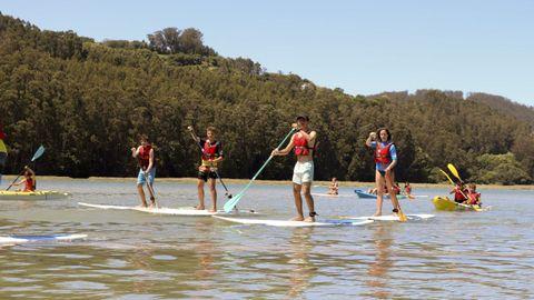 El esturio del río das Mestas, en Vilarrube, es ideal para practicar SUP