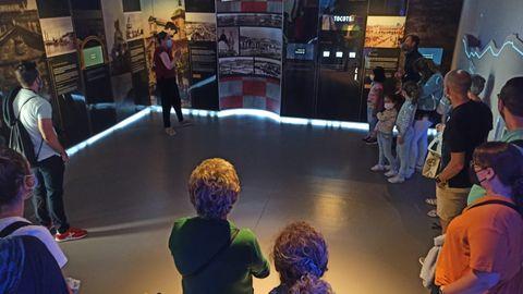 Varias personas visitan el Museo de la Historia Urbana de Avilés