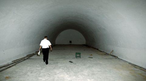 Los almacenes militares en la isla están hoy vacíos