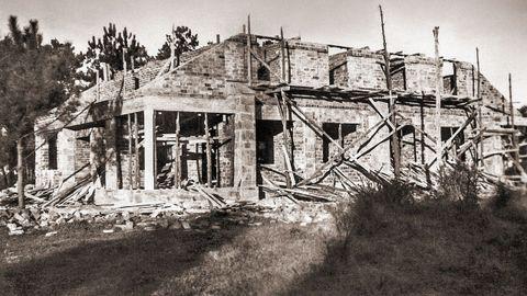 Construción dunha vivenda de primeira categoría no poboado das Veigas, no ano 1954
