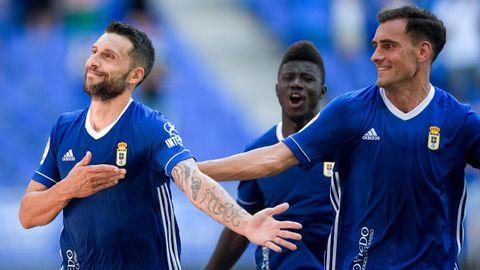 Borja Bastón, Dani Calvo y Samuel Obeng celebran el 1-0 ante el Cartagena