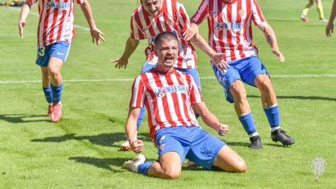 Trabanco celebrando un gol con el Sporting B