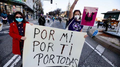 Manifestación concentración de mujeres en Vigo durante la huelga feminista del 8M