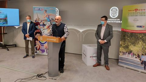 Tino Fernández, entre Manuel Cabada y Carlos López Font, en la presentación de Pontesán