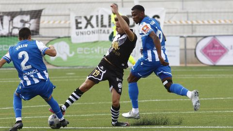 Valín y Agbo, en un lance del Unionistas-Deportivo de la pasada temporada