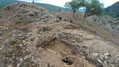 Los investigadores creen que el asentamiento puede datar de la Edad del Hierro o de la alta Edad Media