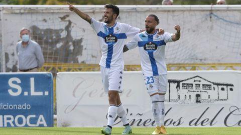 Alberto Quiles festeja su gol al Calahorra junto a Héctor Hernández