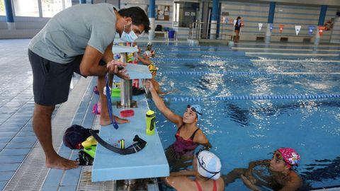Fotografía de un entrenamiento de natación en el Centro Galego de Tecnificación Deportiva