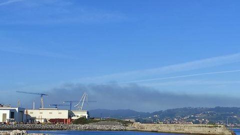 Nube de contaminación en la zona oeste de Gijón