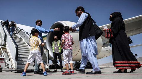 la aerolínea pakistaní Pakistan International Airlines (PIA) realizó este lunes su primer vuelo comercial a Afganistán.