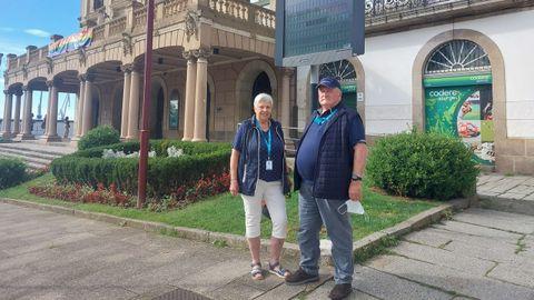 En la imagen, Inge y Uwe Sohrt, dos de los cruceristas que desembarcaron del Artania para visitar Ferrol