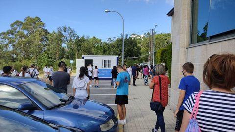 Más de 500 adolescentes de 14 y 15 años acudieron ayer al hospital de Barbanza a recibir la segunda dosis de Pfizer