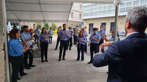 La Banda de Música de Ramirás actuó a la salida de misa en Trives