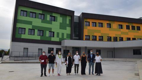 La consejera de Educación, Lydia Espina, y el alcalde de Siero, Ángel García, en el IES La Fresneda