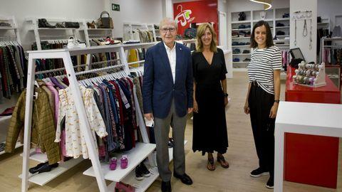 La tienda de Arroupa, en la calle Barcelona, atenderá a las personas en horario comercial.