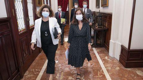 La subdelegada del Gobierno, Maria Rivas, y la alcadesa Inés Rey, entrando a la reunión de la Xunta de Seguridade Local