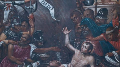 Un lienzo del siglo XVII que representa el martirio de San Vicente es una de las piezas artísticas del patrimonio de la iglesia que se ha restaurado durante los últimos meses
