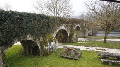 Ponte Ledesma, sobre el río Ulla, une Vila de Cruces con Boqueixón.