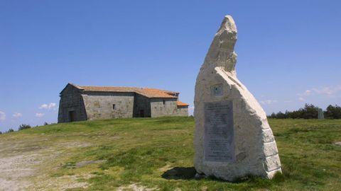 La ermita de Monte Faro marca la frontera entre las provincias de Lugo y Pontevedra.