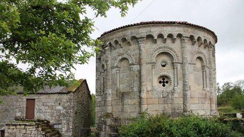 Iglesia de San Pedro de Vilanova, en Dozón.