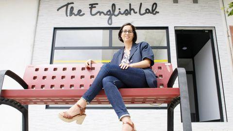 Tania Tapia en su primera aventura empresarial en Burela, The English Lab