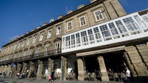 La emblemática cafetería puede presumir de vivienda: está en uno de los bajos de las Casas de Paredes de A Coruña