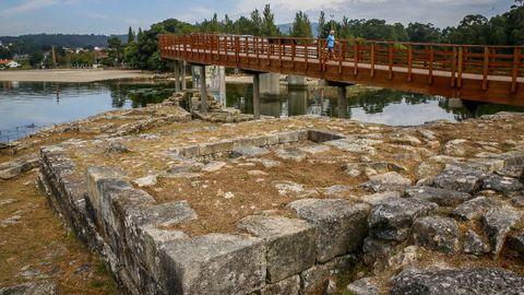 Restos arqueológicos del Castelo da Lúa, en Rianxo.