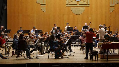 Ensayos ayer de la Rela Filharmonía bajo la batuta del director asociado, Maximino Zumalave