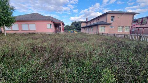 Estado de abandono del antiguo colegio de Baamonde