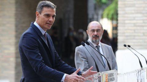 El presidente del Gobierno, Pedro Sánchez, y el de Aragón, Javier Lambán, tras la reunión que mantuvieron este jueves en Zaragoza para analizar la candidatura de los Juegos Olímpicos de Invierno del 2030