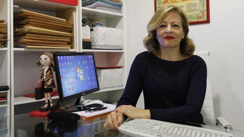 Alejandra Fernández en su despacho en la ciudad de Ourense