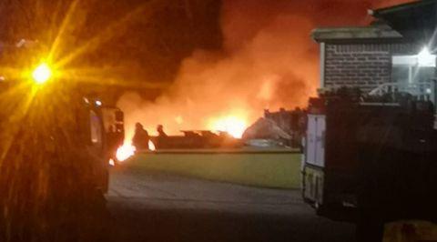 Las llamas eran espectaculares y numerosos vecinos alertaron al 112 de madrugada