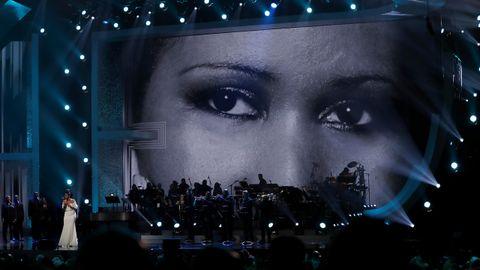 La cantante Jennifer Hudson canta un popurrí de canciones de Aretha Franklin durante la grabación del concierto tributo de los premio Grammy en 2019
