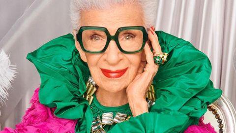 Iris Apfel en una de las imágenes de la campaña de su colección de gafas con Zenni Optical para celebrar sus 100 años