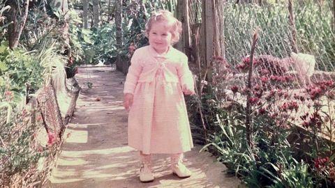 Ourensana residente en Tui Álvarez nació en el interior pero su primer trabajo la trasladó a Tui, donde vive. En la foto, con un año, dando sus primeros pasos.