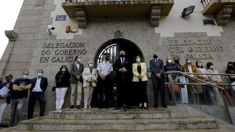 Minuto de silencio en la sede de la Delegación del Gobierno, en A Coruña.