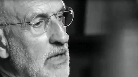 El sacerdote Jesús Menéndez era el cura de la iglesia de San José de Gijón cuando se produjo el encierro de jubilados en 1971. Fue juzgado por un tribunal militar y absuelto.